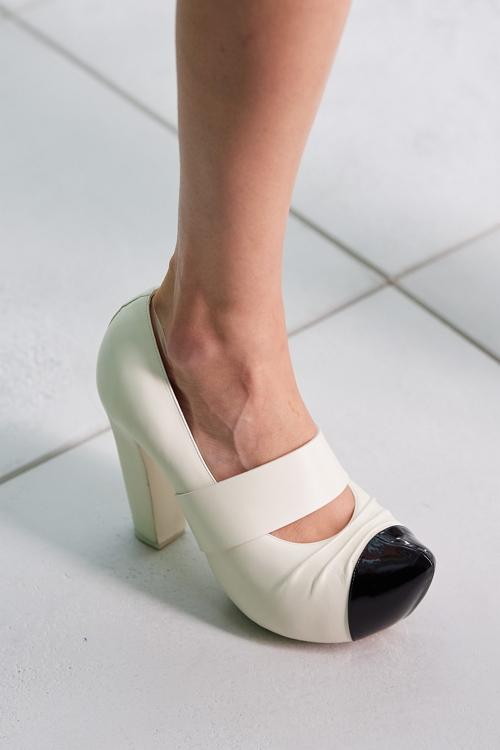 клоги модная обувь лето 2021