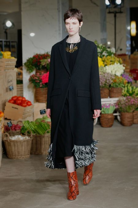 Пальто с короткой бахромой из коллекции Jason Wu