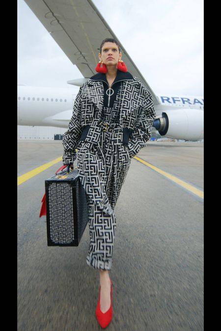 Модные сумки осень 2021 - дорожные сумки и чемоданы: модель от Balmain