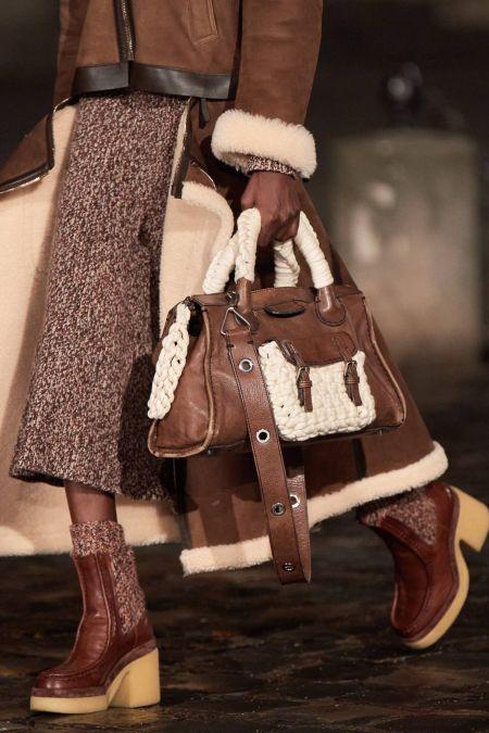 Коричневая сумка-трапеция с плетеными вставками Chloe