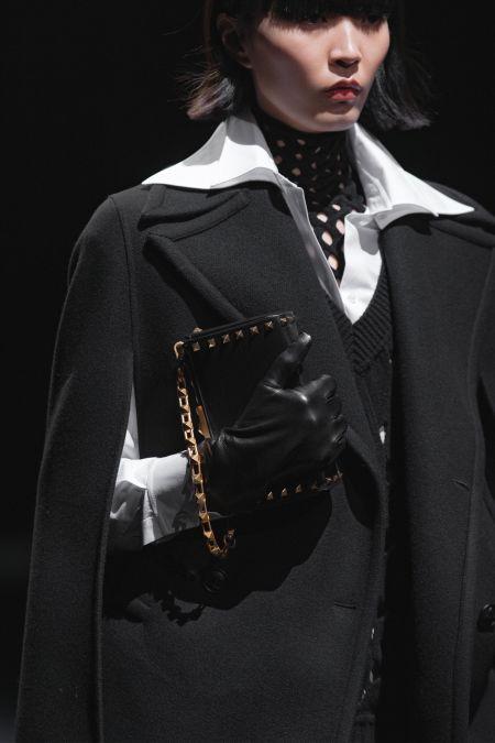 Черный клатч-коробка на цепочке Valentino