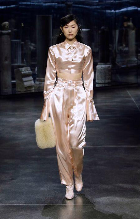 Белая меховая сумка из коллекции осень-зима 2021 Fendi