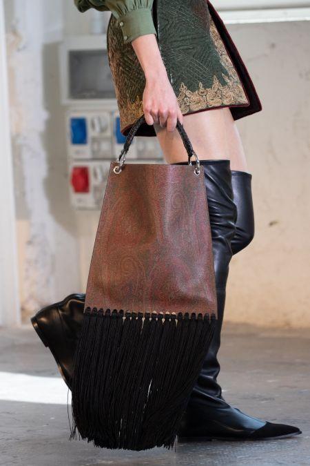 Коричневая сумка-шоппер с длинной черной бахромой
