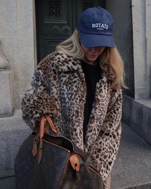 Шуба из леопарда и кепка