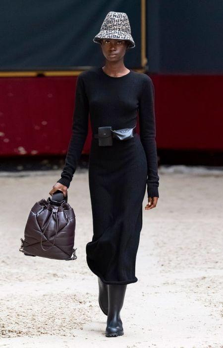 Дутый черный рюкзак на широком ремне Longchamp