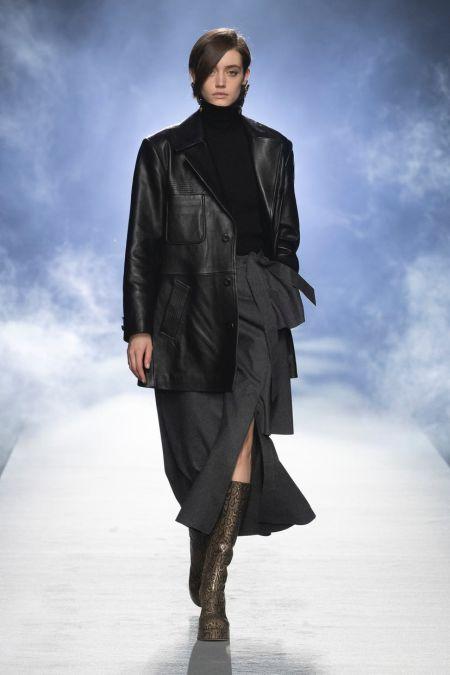 Длинная косая челка. Коллекция Alberta Ferretti осень-зима 2021-2022