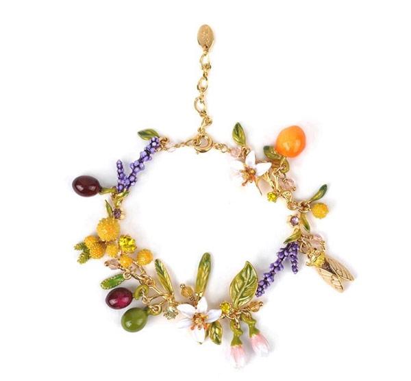 Браслет из коллекции «Сады Прованса» воссоздает незабываемую атмосферу весны в французской провинции