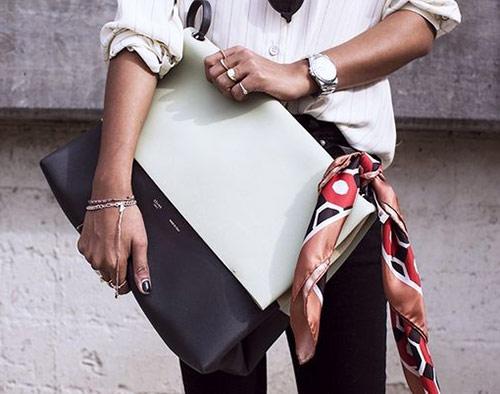 Твилли отлично сочетается с сумкой и придает образу более непринужденный вид