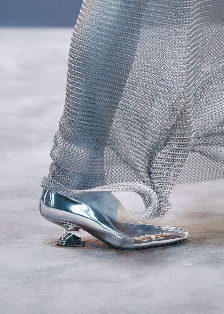 Серебристые туфли с острым носом  Salvatore Ferragamo