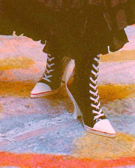 Кеды на каблуке с острым носом и шнуровкой