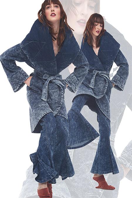 Джинсовый костюм с расклешенными брюками от Norma Kamali для осени 2021
