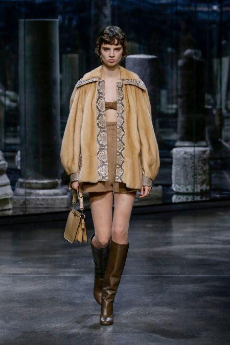 Модная обувь зима 2021-2022 - сапоги с широким голенищем