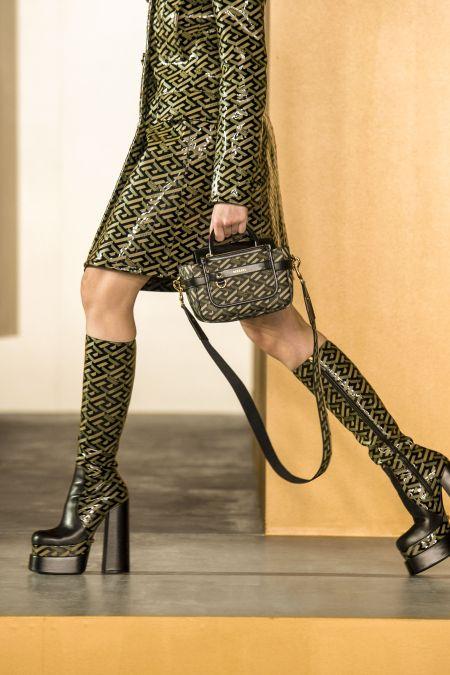 Сапоги на платформе с фирменным принтом Versace