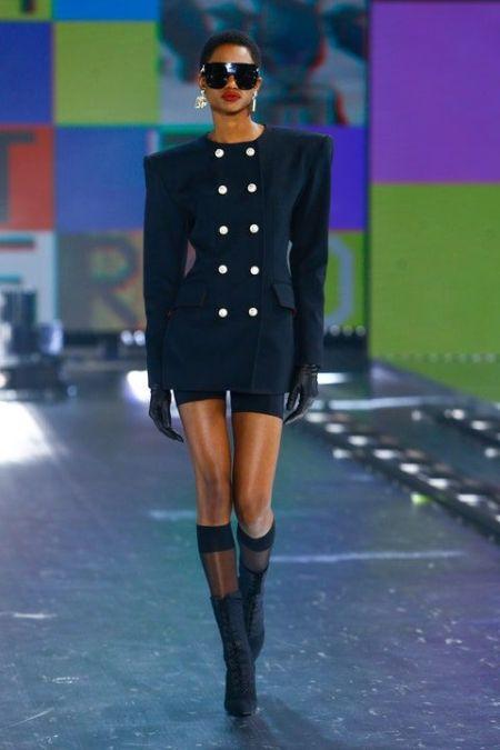 Черное платье-жакет с острыми плечами и белыми пуговицами Dolce & Gabbana