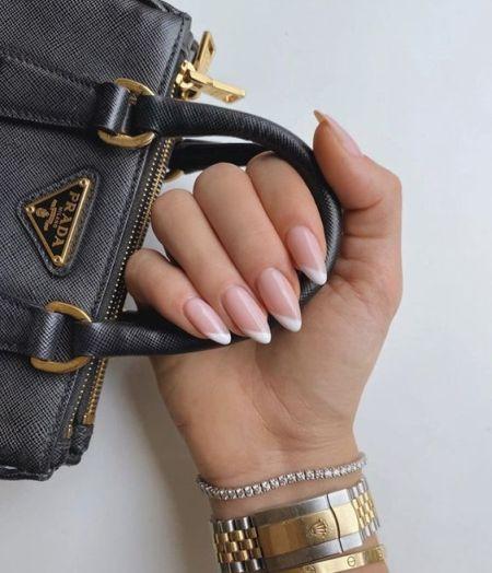 Форма ногтей миндаль и фанцузский маникюр