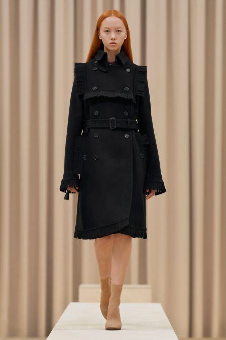 Черное двубортное пальто с оборками Burberry