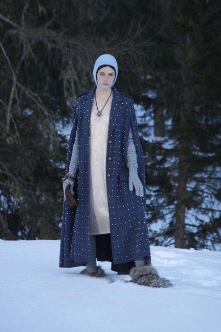 Синий длинный кейп. Коллекция осень-зима 2021-2022 Miu Miu