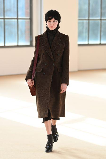 Модная верхняя одежда - двубортное пальто