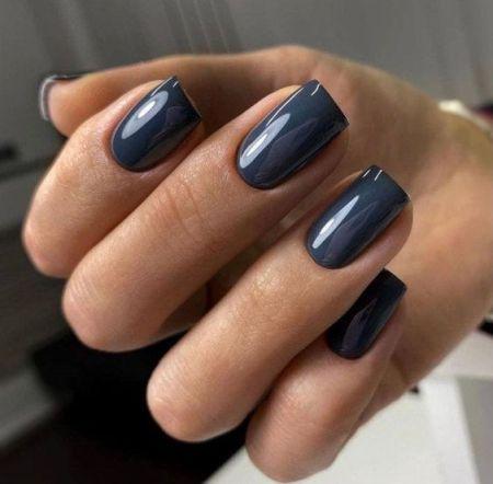Темно-синий глянцевый маникюр на квадратную форму ногтей