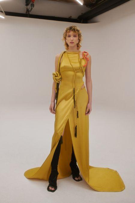Желтое атласное платье в пол Ottolinger