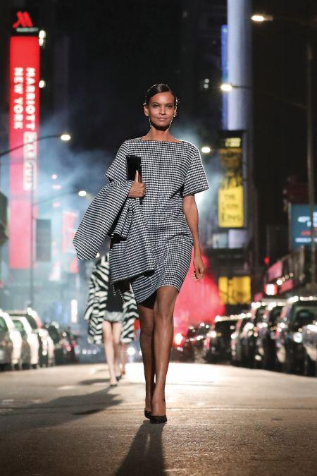 Платье с крупными карманами в гусиную лапку Michael Kors