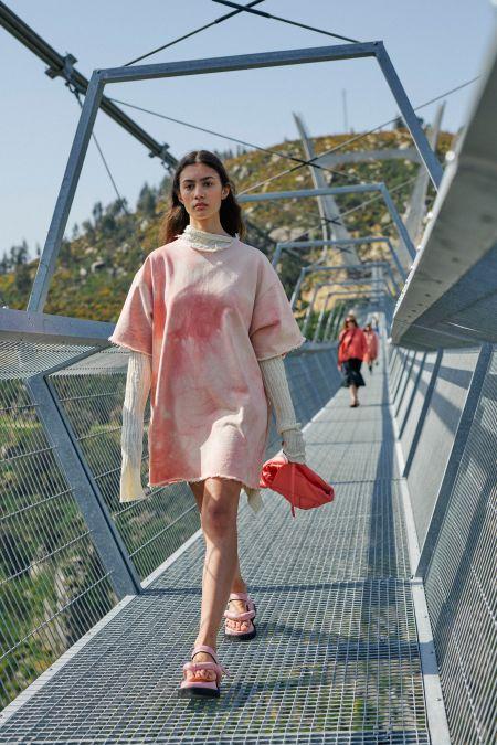 Розовое длинное спортивное платье Marques'Almeida