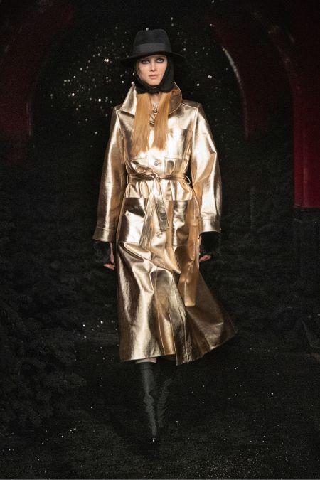 Золотой плащ с большими карманами Chanel