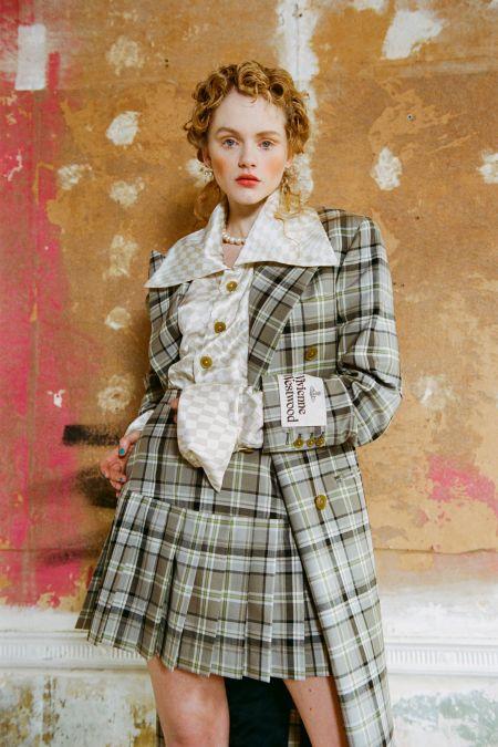 Мономакияж в персиковых оттенках Vivienne-Westwood
