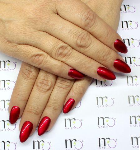 Маникюр красный металлик на миндалевидные ногти