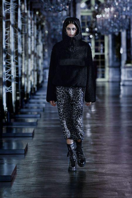 Черная меховая толстовка Christian Dior