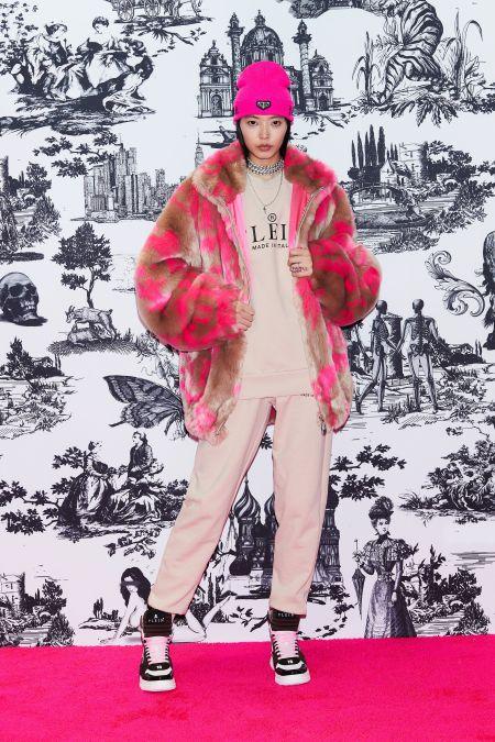 Розовый спортивный костюм. Образ из коллекции Philipp Plein