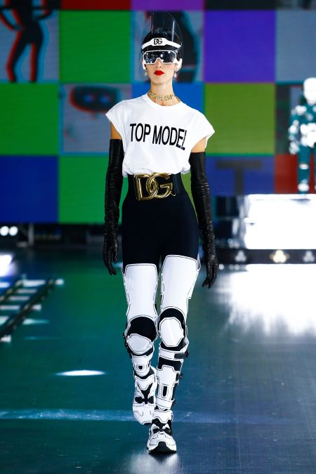 Белая футболка с надписью Top model из коллекции Dolce & Gabbana