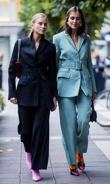 Женский классический костюм с широкими брюками