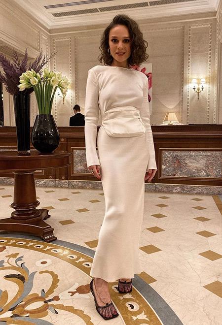 Нарядное белое платье макси