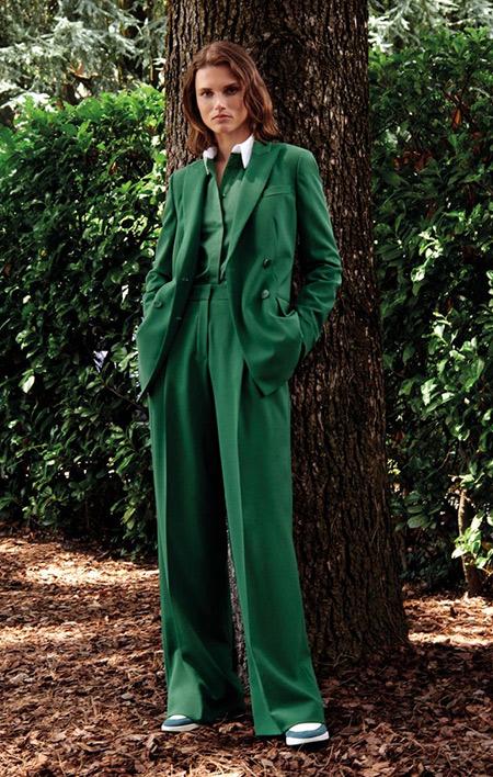 Женский костюм зеленого цвета для любых мероприятий