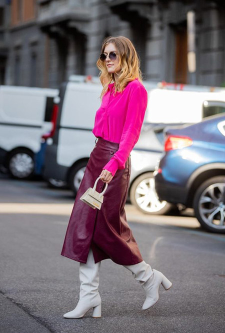 Блузка цвета фуксии и бордовая юбка миди