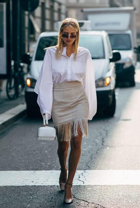 Бежевая юбка с лапшой и белая рубашка