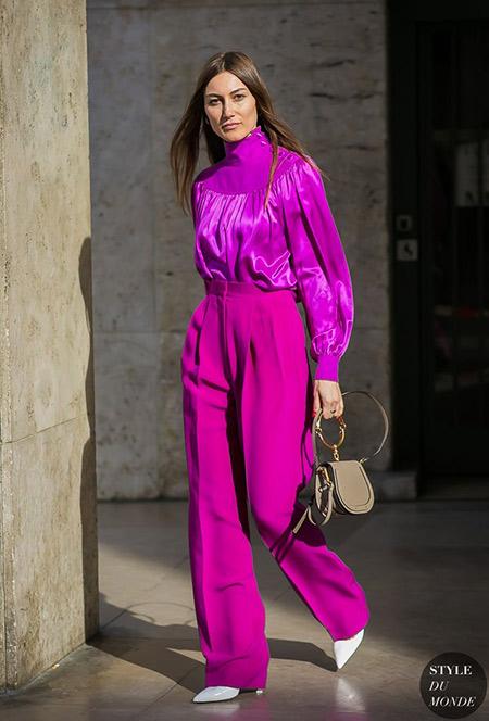 Фиолетовые брюки в сочетании с блузкой в тон