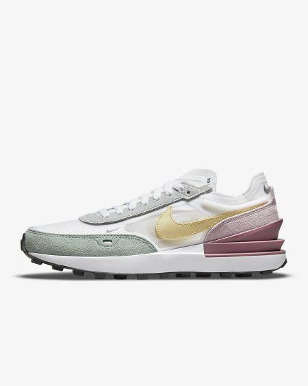 Модель кроссовок Nike в пастельных оттенках