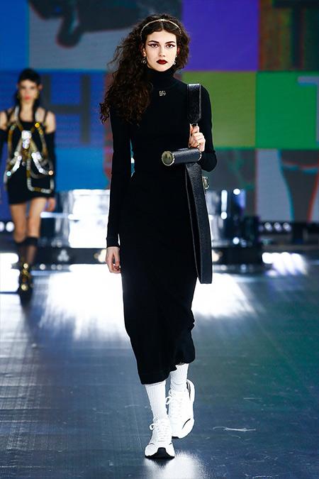 Белые кроссовки с черными деталями и острым носом из коллекции Dolce & Gabbana