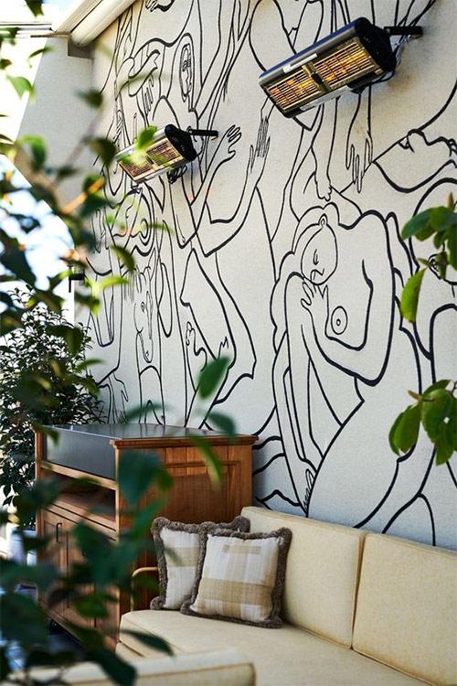 Абстрактный рисунок на одной из стен