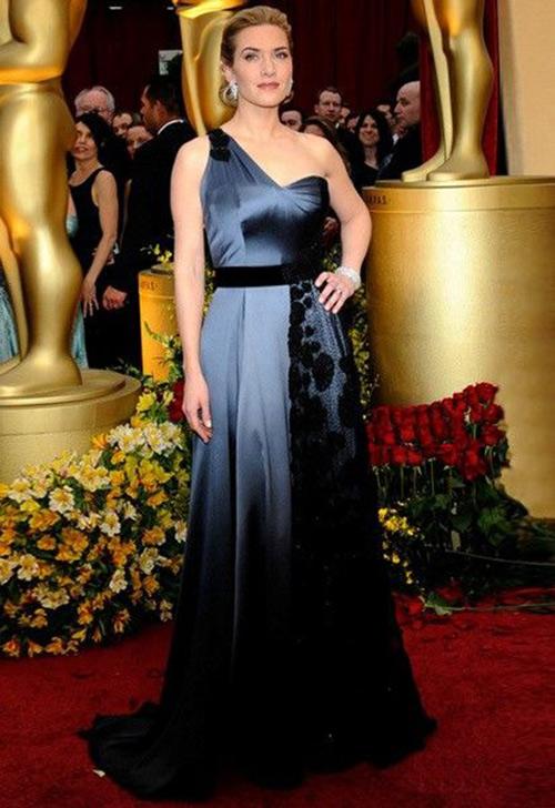 Вечернее платье асимметричного кроя для женщины средних лет