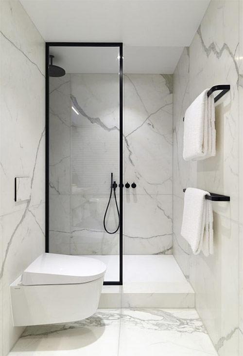 Ванная комната в стиле минимализм: стекло, мрамор и ничего лишнего