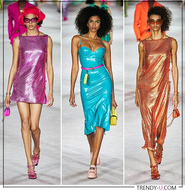 Платья из ткани с металлическим блеском из коллекции Versace 2022